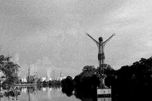El Cristo petrolero, Barrancabermeja, Colombia. 2009. Stephen Ferry