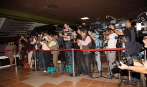 Periodistas aguardan la llegada de negociadores de paz en La Habana / León Darío Peláez/Revista Semana