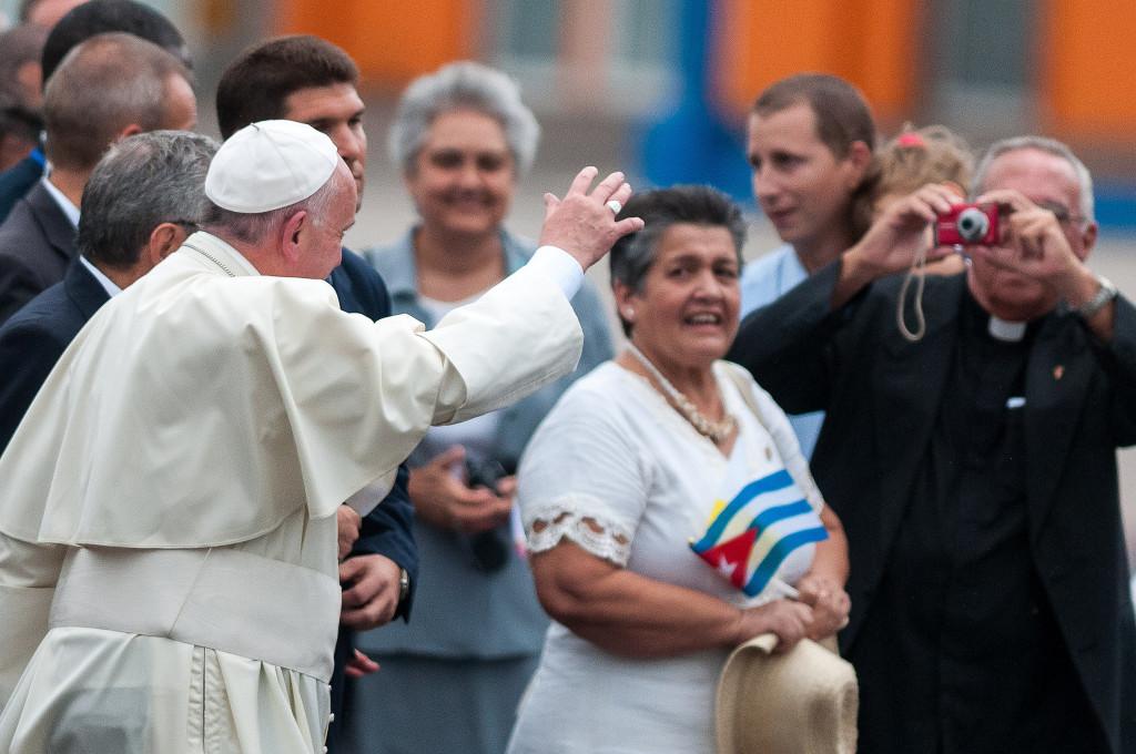 El papa llega a Cuba / Fotografía: Calixto Llanes en Flickr / Usada bajo licencia Creative Commons