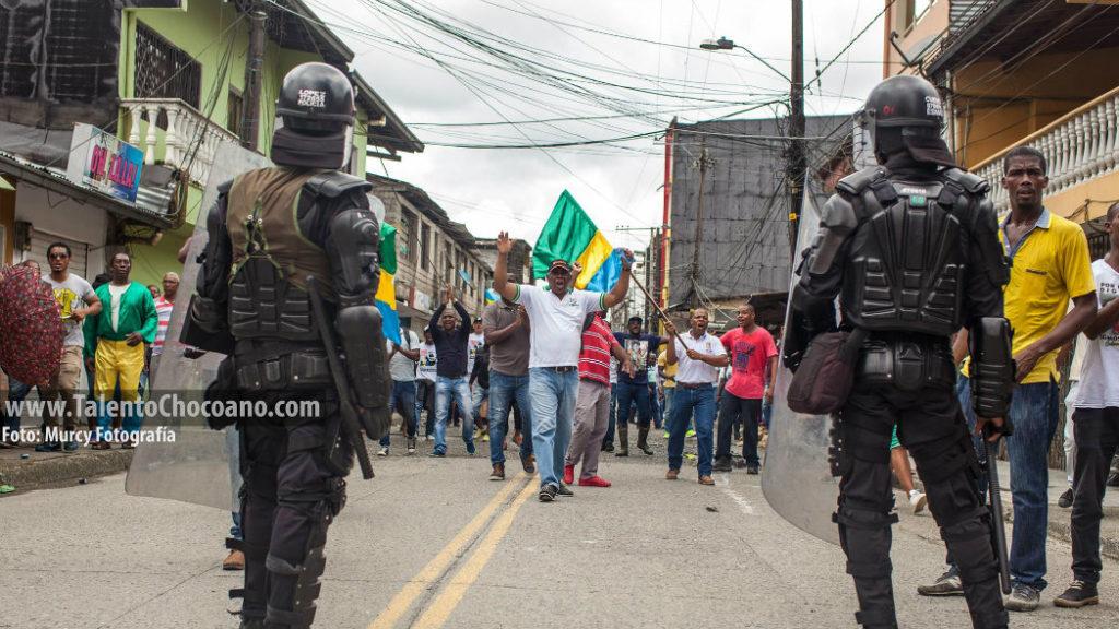 Fotografía de El Murcy captada durante el paro cívico en el Chocó, y que fue portada de El Espectador en su edición del sábado 20 de agosto
